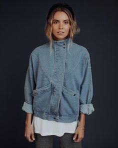 Oversized Denim Jacket, Cropped Denim Jacket, Outfits Jeans, Clad And Cloth, Jean Jacket For Girls, Embroidered Denim Jacket, Mode Jeans, Summer Denim, Light Denim