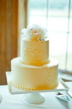 Buttercream cake with lace detailing
