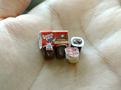 A wonderful photo collection of tiny tinyy miniatures by Erin & JiYoon! All The Small Things, Cute Little Things, Miniature Crafts, Miniature Dolls, Miniature Food, Doll Crafts, Diy Doll, Snack Pack Pudding, Pudding Cups
