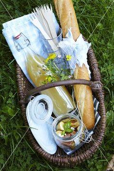 a summer picnic - Ana Rosa Picnic Time, Summer Picnic, Picnic Parties, Spring Summer, Summer Parties, Tea Parties, French Picnic, Brunch, Romantic Picnics
