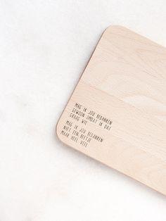 Gewoon JIP. serveerplankje | Hout | Breakfast | Mag ik jou bedanken | Gift ideas | Birthday | Wood | Sunday morning | Date ideas  | Cadeautje | Interior ideas | Home decoration | Gift  | Verrassing | Ontbijt | Gewoon JIP.  |Gedichten | Kaarten | Posters | Stationery | & meer © sinds feb 2014  | © Een tekstje van JIP. gebruiken? Dat kan! Stuur een mailtje naar info@gewoonjip.nl | Dit – 26,5 x 16,5 x 1,5 cm – ontbijtplankje is gemaakt van beukenhout. | Verkrijgbaar op Gewoonjip.nl