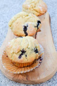 Blueberry Buttermilk Muffins Moist Muffins with juicy ripe blueberries are Buttermilk Muffins, Baking Muffins, Top Recipes, Muffin Recipes, Recipies, Yummy Treats, Sweet Treats, Yummy Food, Chocolates