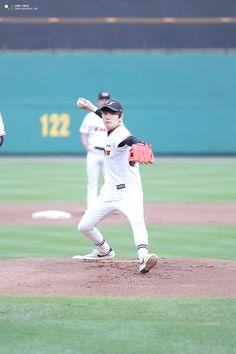 Baekhyun - 150616 SK Wywerns vs Hanwha Eagles opening pitch Credit: Candy Crush. (SK 와이번스 vs 한화 이글스 시구식)