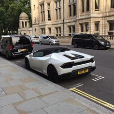 A bit of car spotting whilst I was out in London! Amazing #lamborghini #huracanspyder #LP6102 #supercar #italian #v10 #carspotting #student #london #hasanrasib #hasanrasibdesign http://butimag.com/ipost/1554363459571080771/?code=BWSNVTDlN5D