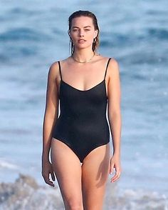 Margot Robbie sexy swimsuit on the beach – Sexy, nude, naked Celebrity photos Margot Robbie Bikini, Margot Robbie Style, Margot Elise Robbie, Margo Robbie, Actress Margot Robbie, Margot Robbie Harley Quinn, Tonya Harding, Naomi Lapaglia, Jane Porter