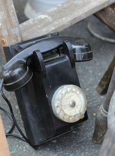 vintage telephone, (gambari marché)