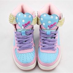 New ! Harajuku shoes collection. Cute wings love shoes in soft pastel tone colors.These shoes are made of natural leather our and man made leather in.  More Details:  Waterproof  Material: Natural leather out and man made leather in.  Measurements: Heel 3cm; (divide by 2,54 for the sizes in ...