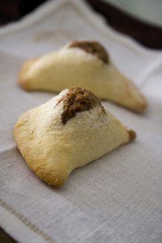 Mpanatigghi, biscotti tipici della  gastronomia di Modica. La buona cucina. Mangiare bene in agriturismo a  Ragusa