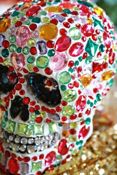 Sparkle Tooth Alert: Collage Clay Crystal Skull Sugar Skull Crafts, Sugar Skull Decor, Sugar Skull Artwork, Sugar Skulls, Diy Halloween Decorations, Halloween Party Decor, Halloween Crafts, Aunt Peaches, Day Of The Dead Art
