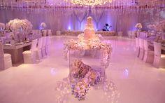 Acrylic Cake Table...LOVE!