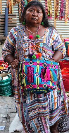Wayuu woman with her crochet Mochila Wayuu bag Mochila Crochet, Tapestry Crochet Patterns, Chesire Cat, Tribal People, Tapestry Bag, Single Crochet Stitch, Precious Children, Knitted Bags, American Indians