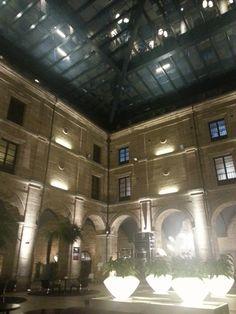otra vista nocturna del patio central con techo de cristal del Hotel Los Agustinos #LRTAHaro2013