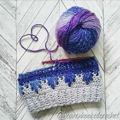 Frozen Winter hat made by Looking for a unique winter themed crochet bun hat pattern? Here you can find a free crochet pattern including video. Pattern also includes a normal version with closed top. Crochet Scarves, Crochet Yarn, Crochet Toys, Crochet Stitches, Free Crochet, Crochet Patterns, Hat Patterns, Crochet Adult Hat, Crochet Beanie