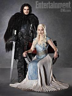 Game Of Thrones - TV Série - books (livros) - A Song of Ice and Fire (As Crônicas de Gelo e Fogo) - House Stark - family (família) - dress (vestido) - blond hair (cabelo loiro) - Daenerys Targaryen (Emilia Clarke) - Mother of Dragons (Mãe dos Dragões) - Mhysa - Queen (rainha) - Khaleesi - Jon Snow (Kit Harington)