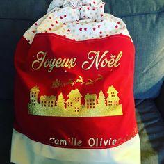 Et si cette année vous confectionniez une hotte de Noël en tissu pour placer tous les cadeaux au pied du sapin ou décorer votre intérieur à l'occasion des fêtes ? Ce tuto couture est gratuit. Occasion, Decor, Tutorial Sewing, Noel, Fume Hood, Fir Tree, Tutorials, Gifts, Decoration