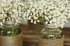 Do it yourself Vase aus einer alten Flasche. Einfach die Flasche recyclen. Mit einem Faden umwickeln. Perfekt für die DIY Deko einer Vintage Hochzeit