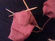 Como tejer calcetines, recolocando los puntos del talón.
