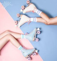 Patinar en línea mola, pero con patines de cuatro ruedas ya ni te cuento, además mirad ¡qué bonitos son! Así que… si te vas a caer algún día… ¡al menos que sea con estilo! #rollerskates #pink #blue #girls #loveit