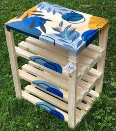 Hand Painted Furniture, Refurbished Furniture, Upcycled Furniture, Furniture Projects, Diy Para A Casa, Flower Pot Art, Linear Art, Painted Stools, Things To Do At Home