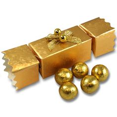 Gold Christmas cracker place setting