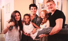 From left to right, Isabelle Fuhrman, Amandla Stenberg, Mark Reardon (Alexander's friend), Jackie Emerson, Alexander Ludwig :3