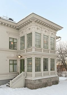 Beautiful glassed porches, old house in Norrland, Sweden. Victorian Porch, Victorian Cottage, Beautiful Architecture, Architecture Details, Exterior Design, Interior And Exterior, Swedish House, Scandinavian Home, Old Houses