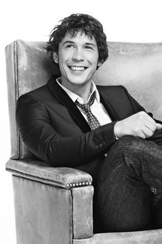 Bob Morley #The100. my new tv crush. At first i was all Ewwl man slut, but then I was all oohhh, okay, you is sexy and adorable and I think I love you.
