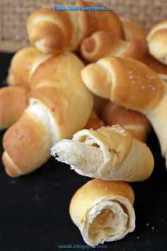 Csak, mert szeretem...: KOVÁSZOS TEJES KIFLI Hungarian Cuisine, Hungarian Recipes, How To Make Bread, Food To Make, Bread And Pastries, Bread Rolls, Bread Recipes, Vegetarian Recipes, Bakery