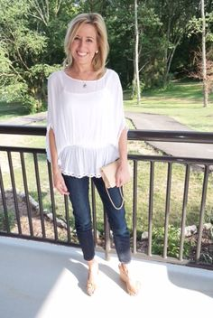 Modern Classic Style: skinny jeans and a white blouse
