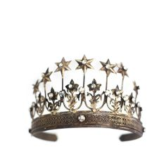 Crown Tiara photography prop Lilly - Gold tiara crown for woodland or fairy photo shoots. - Measures roughly 5.5 inches across and 3.5 inches tall. Adjustable band bends. - Each one is unique in its p