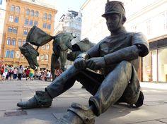 """""""Monumental Break"""", statue in Hohe Graben, Vienna, Austria"""