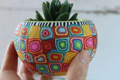 Small colorful indoor pot for plants and succulents Bottle Painting, Bottle Art, Bottle Crafts, Painted Plant Pots, Painted Flower Pots, Colorful Plants, Unique Plants, Vasos Vintage, Clay Crafts