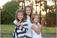 the paulson girls . Sibling Photography Poses, Sibling Poses, Kid Poses, Girl Photography, Children Photography, Family Portrait Poses, Family Posing, Family Photo Sessions, Family Photos