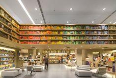 saraiva_bookstore_by_studio_arthur_casas_dezeen_784_1