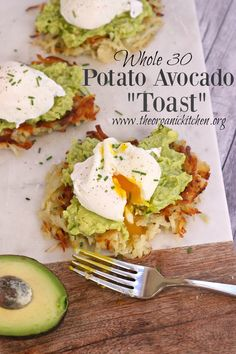 "Potato Avocado ""Toast"" With Perfectly Poached Eggs Avocado potato hash brown 'toast' with perfectly poached eggs is a healthy, Paleo & take on avocado toast! Grain free, paleo, dairy free and made with real food ingredients! Paleo Recipes, Yummy Recipes, Real Food Recipes, Cooking Recipes, Avocado Recipes, Cooking Tips, Recipes With Eggs, Budget Cooking, Crepe Recipes"
