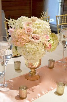 Blush pink and gold centrepiece idea| By Unico Decor