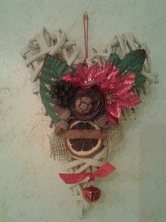Cuore di carta Christmas Ornaments, Holiday Decor, Home Decor, Decoration Home, Room Decor, Christmas Jewelry, Christmas Decorations, Home Interior Design, Christmas Decor