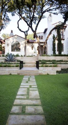 Would love the exterior to be modernized versions of Spanish Revival meets Modern Farmhouse with a nod to Mid Century Modern.this is a Spanish Revival we really love. Spanish Style Homes, Spanish House, Spanish Colonial, Spanish Exterior, Spanish Bungalow, Spanish Revival Home, Colonial Exterior, Spanish Modern, Spanish Tile Roof