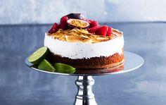 Jenni Höijerin marenkikakussa on kaksi pohjaa ja täytteenä lime-passionkiisseliä. Hienostuneen kakun kruunaa italialainen marenki.