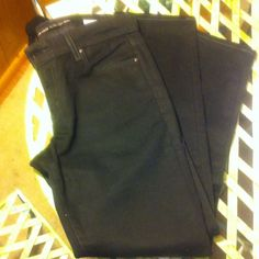HOST PICK 5-30-16 Classic Black Levi s HP 20'/,off Classic black denim . Skinny cut , waist 30,rise 9,inseam 28.not super skinny... Still jet black... Never worn... A great addition to any closet , winter or summer, casual or to dress up... Levi's Jeans Skinny