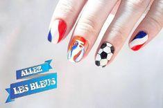 Le nail art ultime de la supportrice des Bleus