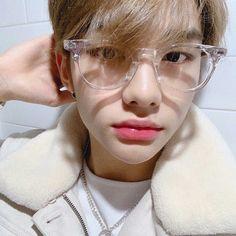 — ♡ how is he so pretty - - - [ straykids bangchan chan kimwoojin woojin leeminho leeknow minho seochangbin changbin hwanghyunjin hyunjin hanjisung han jisung leefelix felix yongbok kimseungmin seungmin yangjeongin jeongin stay ]