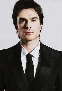Damon in a suit! Damon Salvatore, Bad Boys, Ian Somerhalder Vampire Diaries, Vampire Daries, Mystic Falls, Vampire Diaries The Originals, Delena, American Actors, Cute Guys
