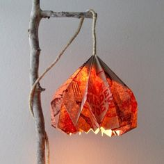 A Grocery-Bag-Hack that is so stylish! Make a unique up-cycled pendant lamp & see how beautifully it lights up!