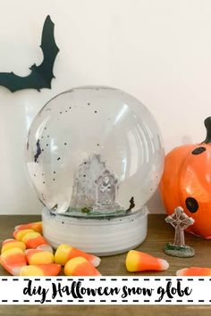 Make your own Halloween Snow Globe with fluttering bats. Find the DIY on Everyday Party Magazine. #Halloween #DIY #CricutMade #HalloweenBats