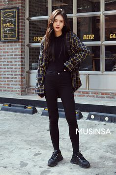 Korean Street Fashion - Official Korean Fashion Impressive School Outfits Id. - Korean Street Fashion – Official Korean Fashion Impressive School Outfits Ideas To Wear This - Korean Fashion Dress, Korean Fashion Winter, Ulzzang Fashion, Korea Fashion, Kpop Fashion, Fashion Outfits, Fashion Trends, Asian Street Fashion, Korean Fashion Tomboy