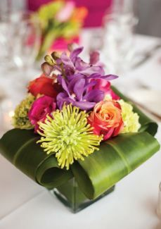 Bold colors, modern styling ~ wedding Photography by, Floral Design by Arrangement Deco Floral, Arte Floral, Floral Design, Ikebana, Floral Centerpieces, Wedding Centerpieces, Wedding Decorations, Centrepieces, Easter Centerpiece
