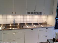 Sista månaderna i lägenheten - Hemma hos feuille House By The Sea, Kitchen Interior, Vintage Kitchen, Cool Kitchens, Kitchen Remodel, Sweet Home, Kitchen Cabinets, New Homes, Interior Design