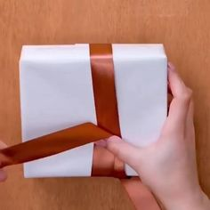 Diy Crafts Hacks, Diy Crafts For Gifts, Paper Crafts, Diy Projects, Creative Gift Wrapping, Creative Gifts, Diy Wrapping Paper Bag, Easy Gift Wrapping Ideas, Gift Wrapping Clothes