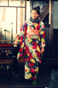 kittykanzashi: lootila: Lovely outfit. No one looks better in a kimono than Aoi Yu. Just saying.